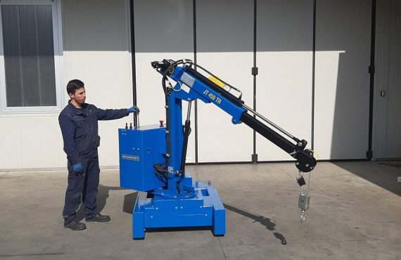 Electric or semi-automatic mini cranes with capacity up to 450 kg.