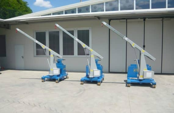Electric crane for mold lifting with capacity up to 750 kg.