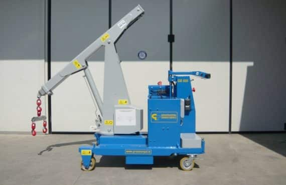 Mobile crane with capacity up 750 Kg.