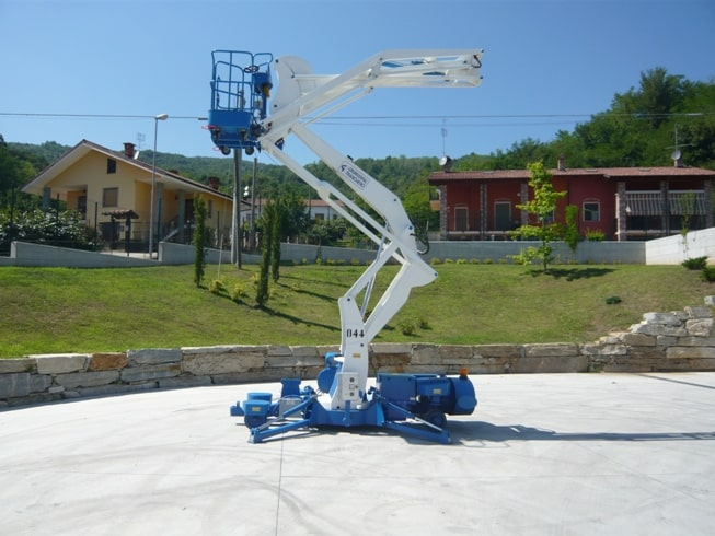 Self-propelled aerial platforms with a capacity of up to 300 kg