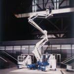 Piattaforme aeree semoventi con portata fino a 300 kg