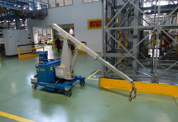 Electric crane for the tire industry. Load capacity up to 500 kg.
