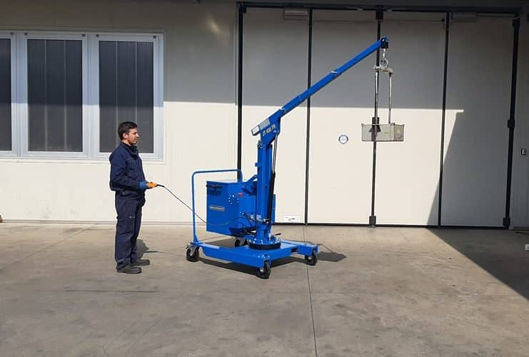 Electric or semi-automatic mini cranes with capacity up to 400 kg.