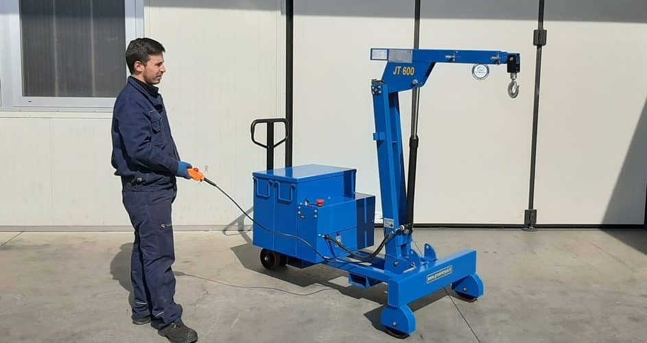 Electric or semi-automatic mini cranes with capacity up to 600 kg.
