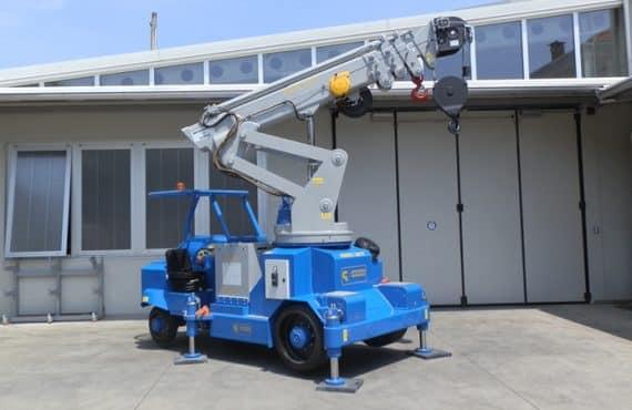 Grúa móvil con capacidad de carga hasta 12.500 kg.