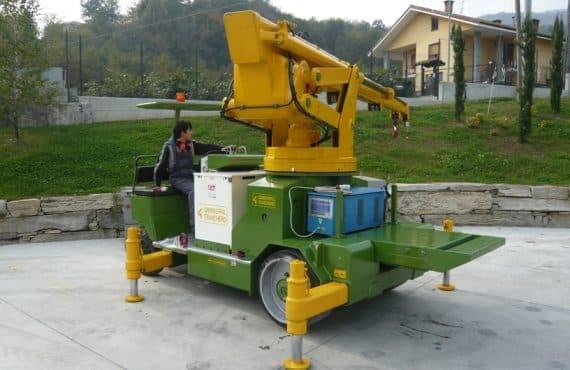 Gru semovente con portata fino a 12.500 kg.