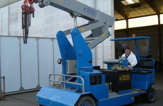Mobile cranes for lifting loads up to 15.000 kg.