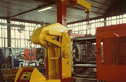 Mold lifting machine with capacity up to 15.000 kg.