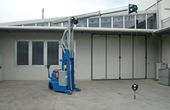 Mold lifting machine with capacity up to 2.000 kg.