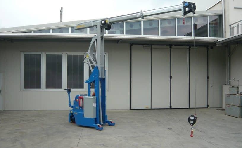 Macchina per sollevamento stampi con portata fino a 2.000 kg