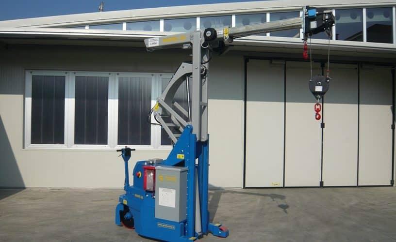 Kran för formverktyg med kapacitet upp till 2000 kg.