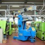 Zelfrijdende elektrische kraan met een capaciteit tot 5.000 kg.