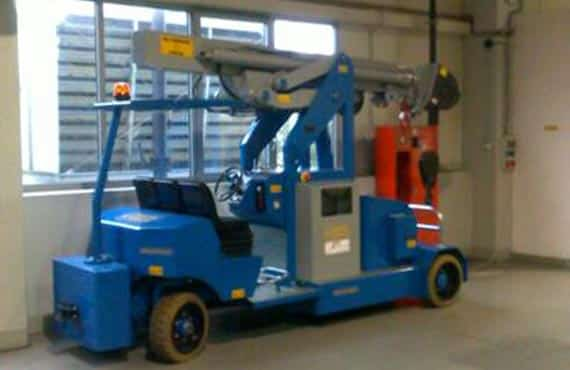 Mobile cranes for lifting loads up to 9.000 kg.