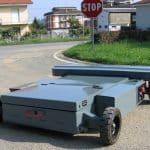 Radiogestuurde trolley voor het hanteren van industriële materialen.